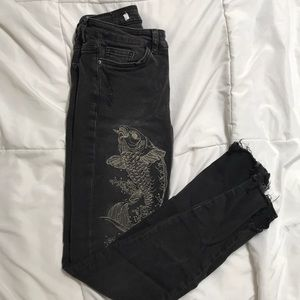 Low rise fish embroideries jeans